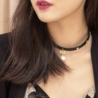 Snap pearl black leather choker COCOMISS